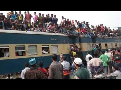 شاهد كيف يخاطر البنجلادشيون بحياتهم مقابل ركوب القطار