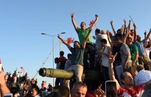 انقلاب فاشل في تركيا و الجيش التركي يعلن احباط المحاولة الانقلابية
